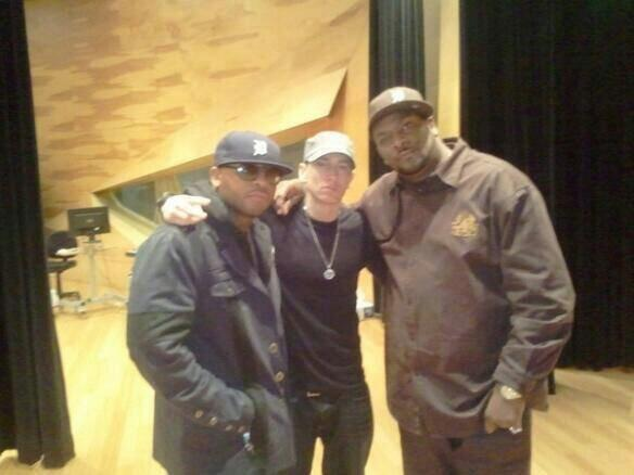 2014.06.09 - Eminem-Hangs-with-Royce-Da-59-and-Trick-Trick