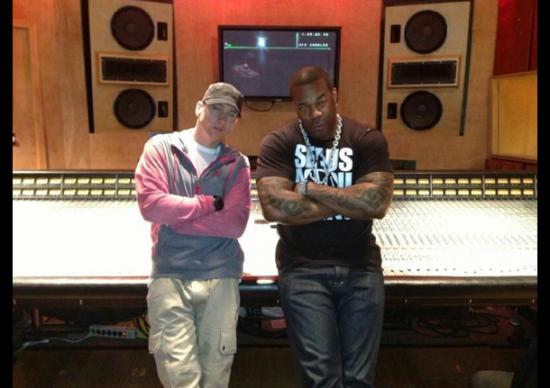 Busta Rhymes feat. Eminem — «Calm Down»