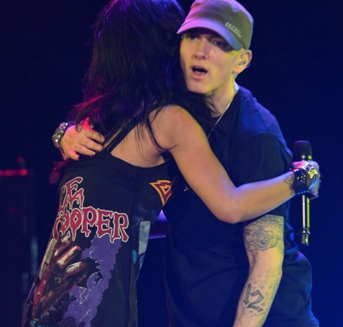 Eminem and Rihanna at The Monster Tour (Rose Bowl 7 august 2014) 01