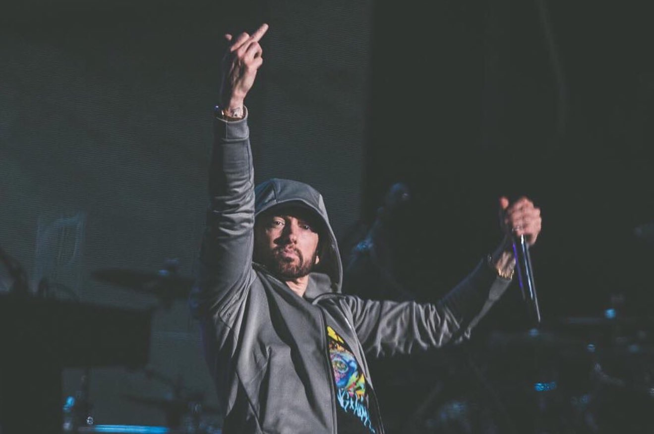 The number of pure sales of Eminem's Kamikaze have surpassed 500000 copies in USA