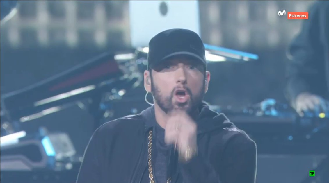 "Eminem hit the Oscars stage to perform ""Lose Yourself""!"