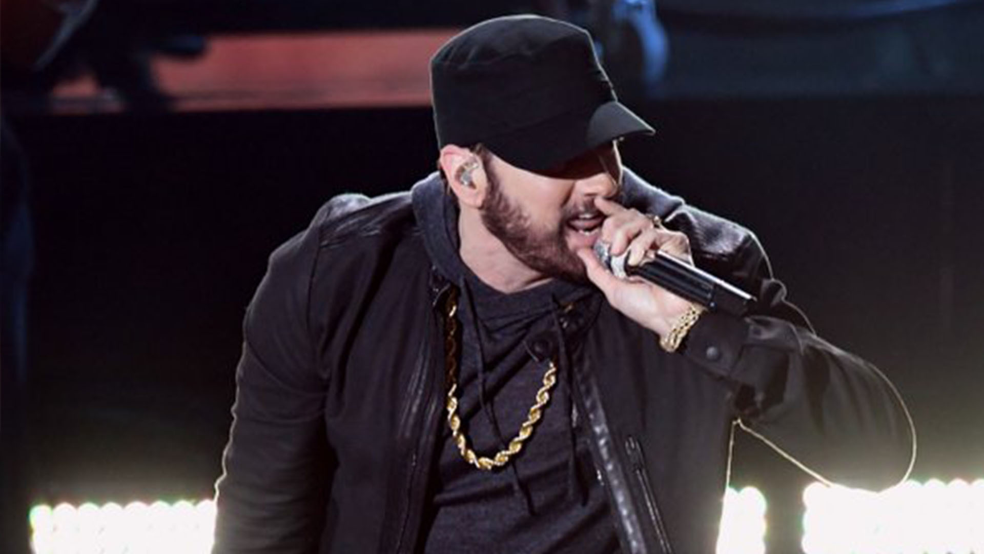 Eminem hit the Oscars stage to perform